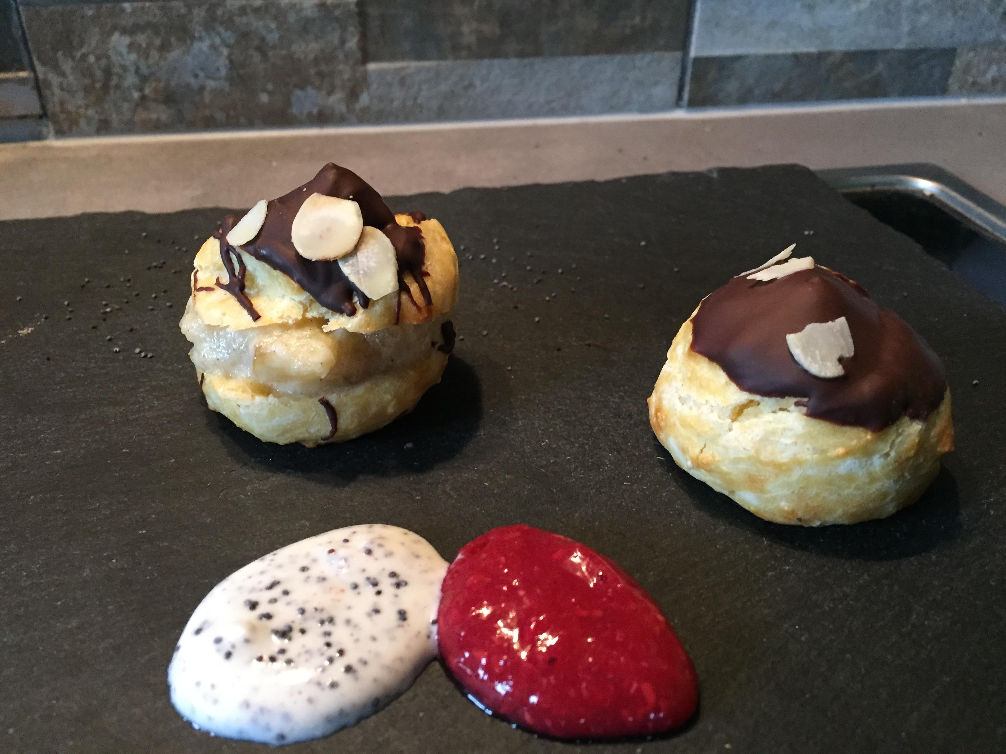Brandteigkrapferl mit Schokolade & Mandeln auf waskochen.at