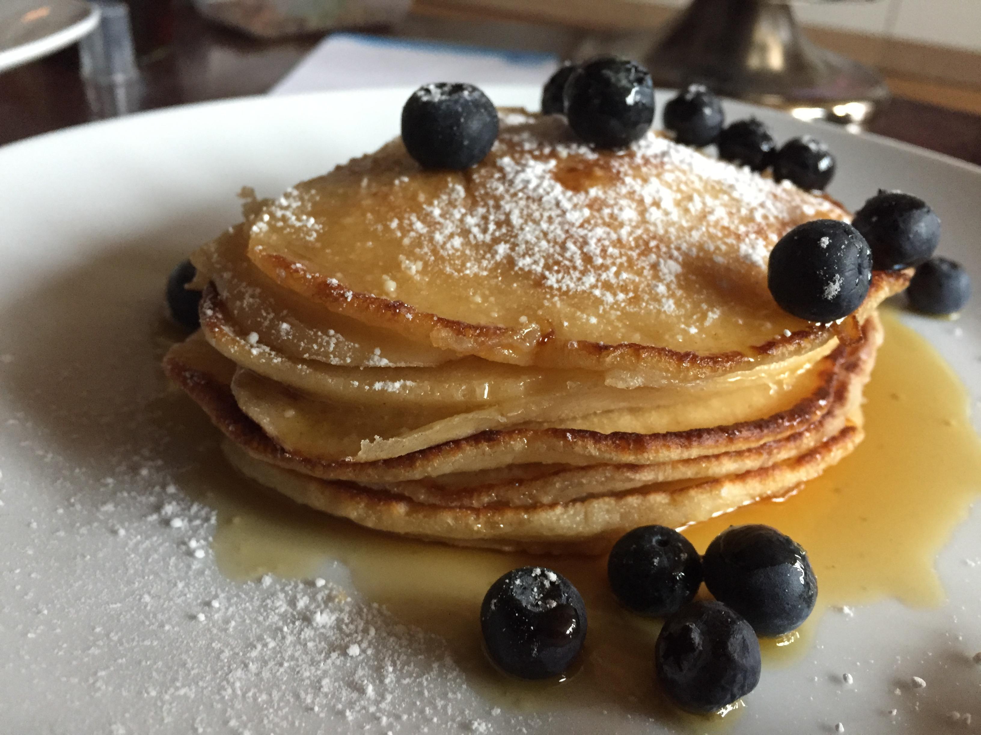 Pancakes mit Ahornsirup & Heidelbeeren (3) auf waskochen.at