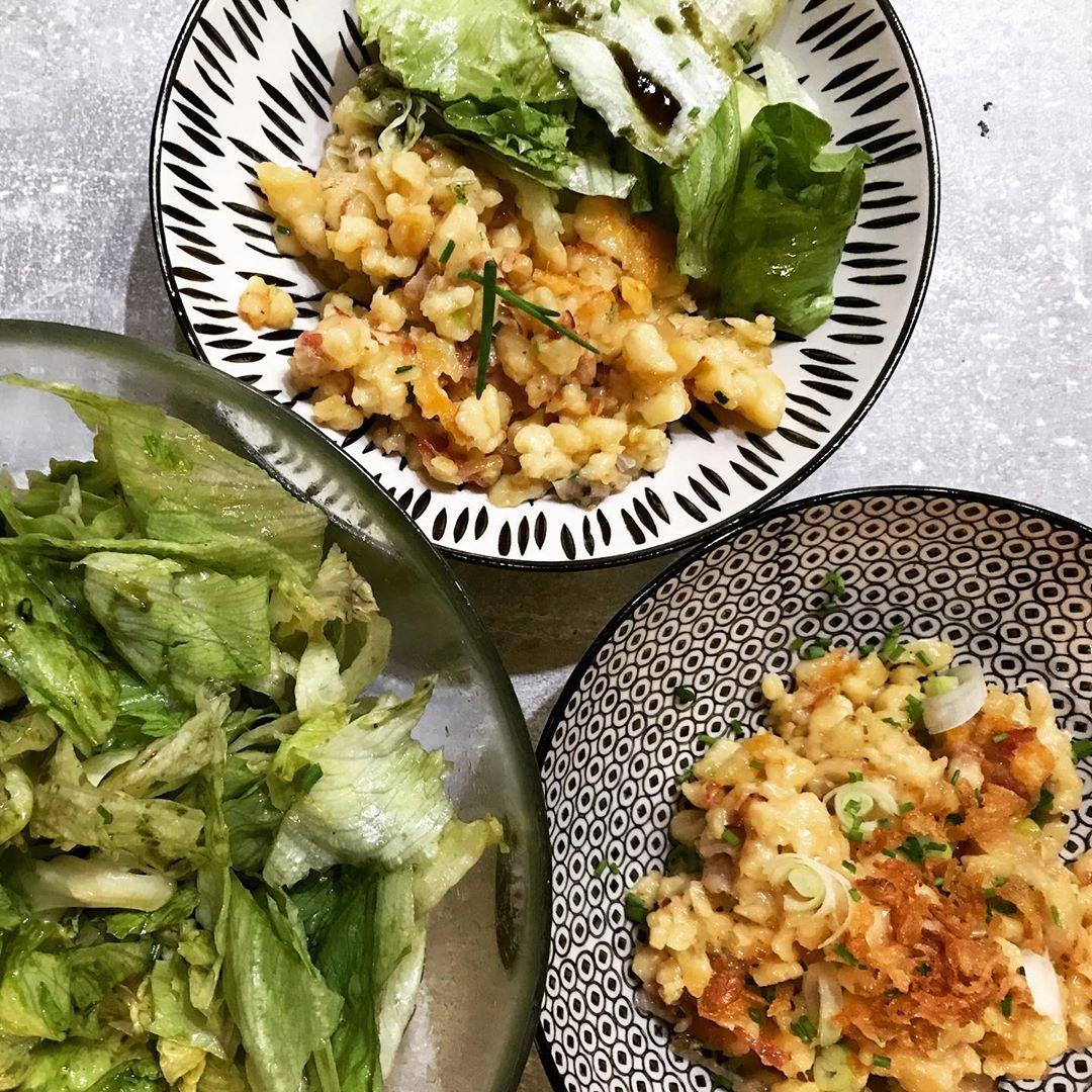 Speck Kaesenockerl Mit Gruenem Salat 2 auf waskochen.at